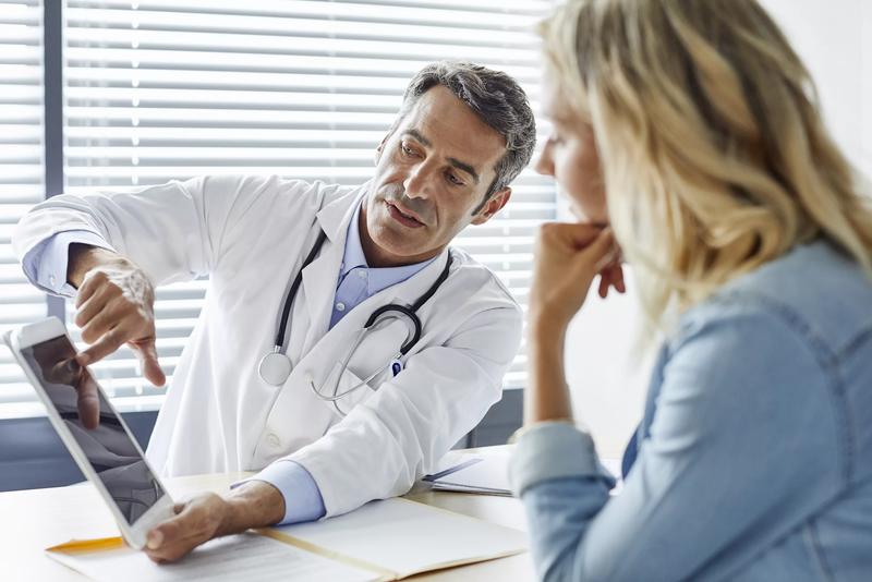 Доктор принимает пациентку